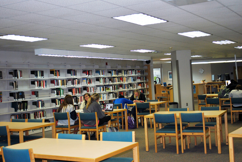 Students at Opelika Campus Library | Southern Union State Community College (SUSCC)